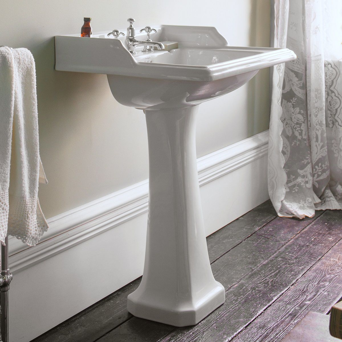 image example of a traditional style basin