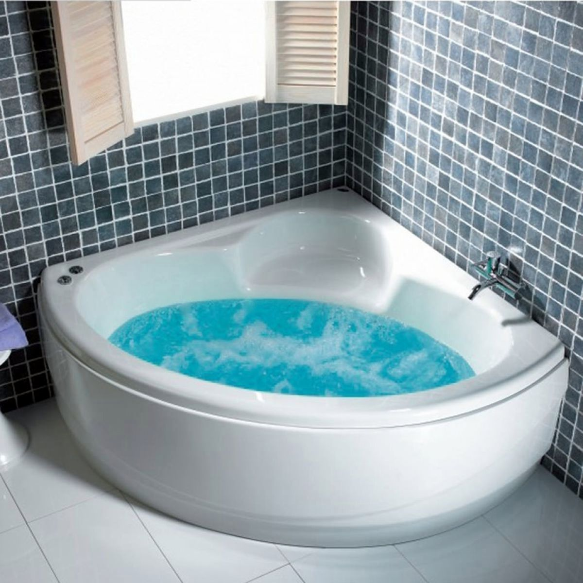 image example of a corner bath