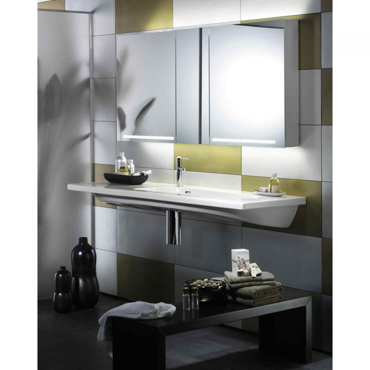 schneider bathroom cabinet schneider graceline 3 door mirror cabinet uk bathrooms 25872