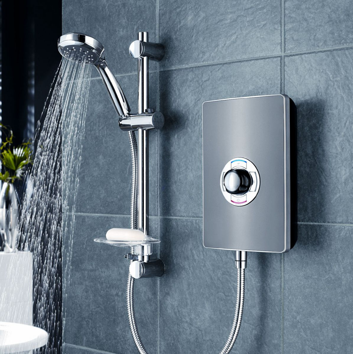 Triton aspirante electric shower gun metal uk bathrooms for Housse aspirante