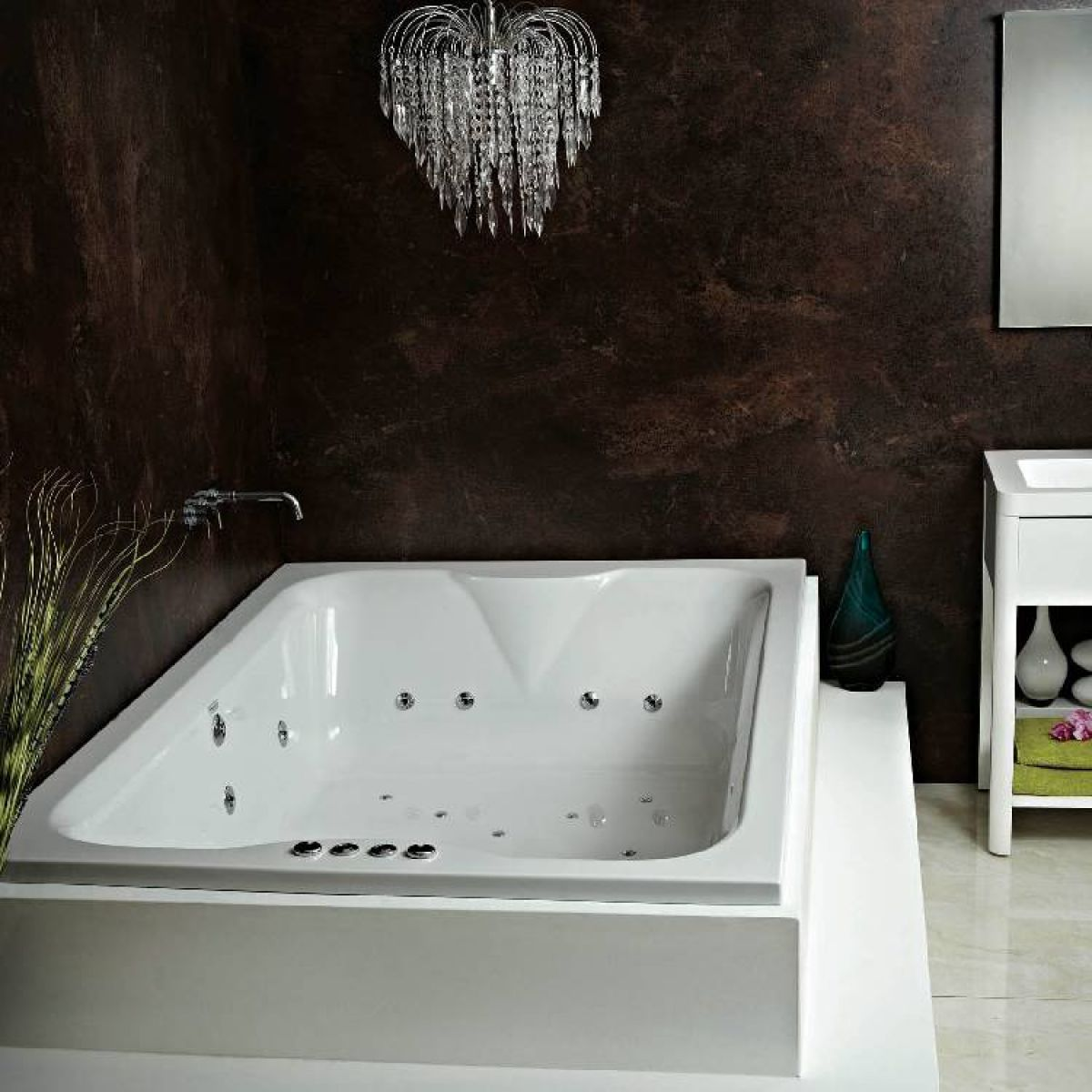 Whirlpool baths standard widths extra wide uk bathrooms for Oversized baths