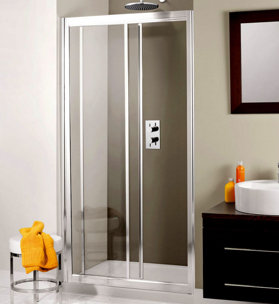 picture of a sliding shower door