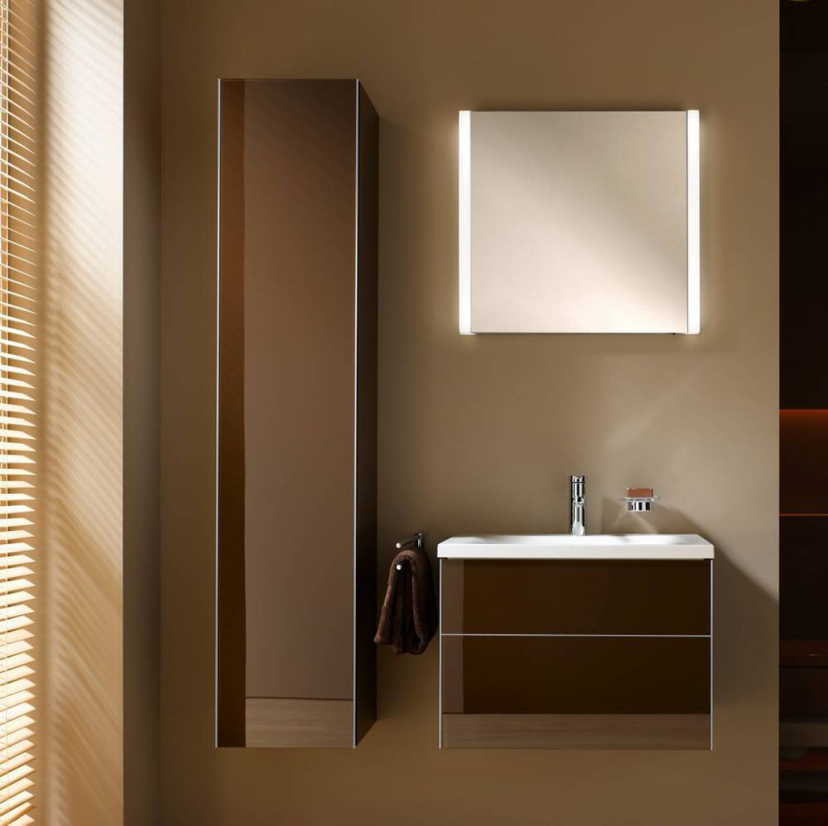 keuco royal reflex 2 light mirror uk bathrooms. Black Bedroom Furniture Sets. Home Design Ideas