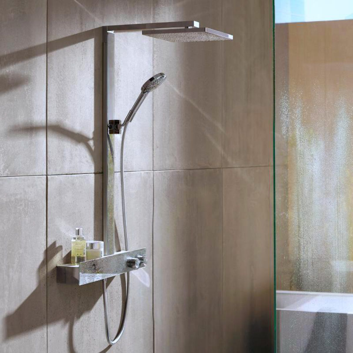 hansgrohe raindance e 300 1jet showerpipe with 600 shower tablet uk bathrooms. Black Bedroom Furniture Sets. Home Design Ideas