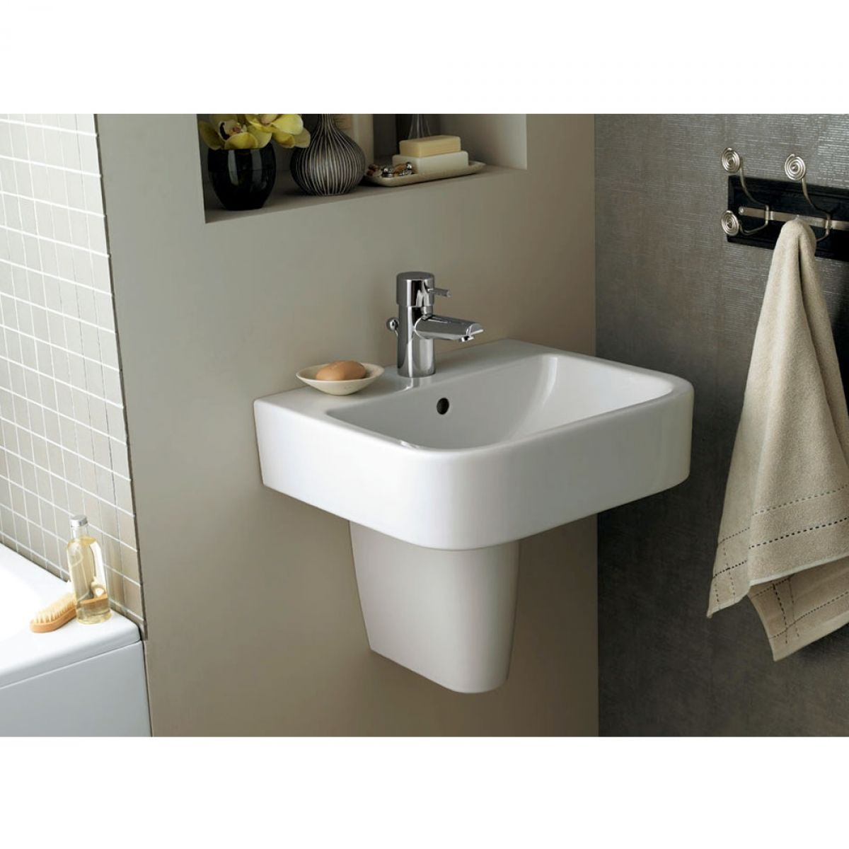 ideal standard concept cube 40cm handrinse basin uk bathrooms. Black Bedroom Furniture Sets. Home Design Ideas