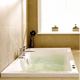 UK Bathrooms Essentials Tenbury Clearpool Bath with 6 Jet Whirlpool System