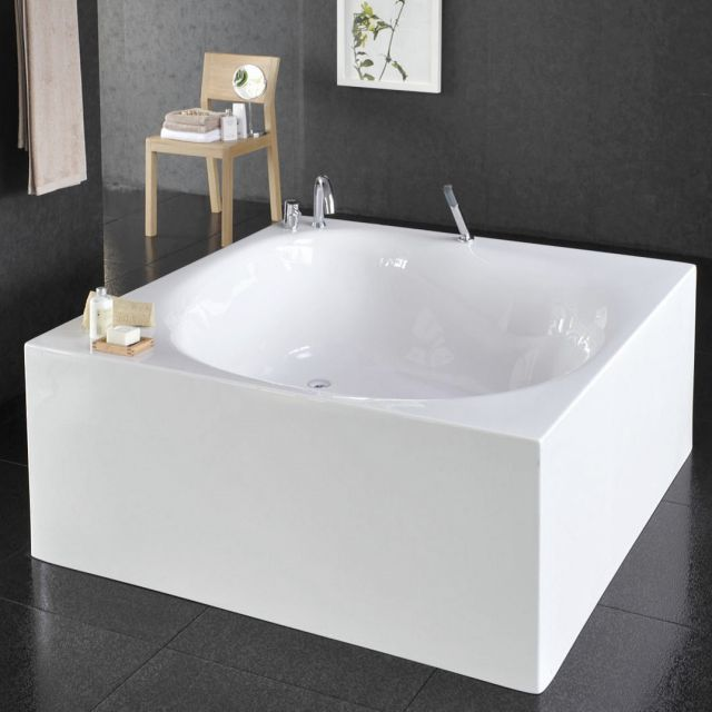 VitrA Liquid Space Square Freestanding Bath