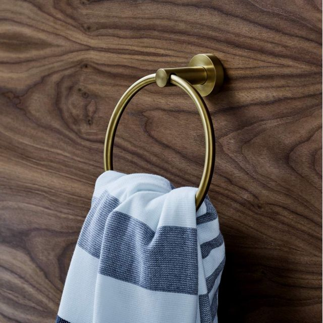 Britton Hoxton Towel Ring